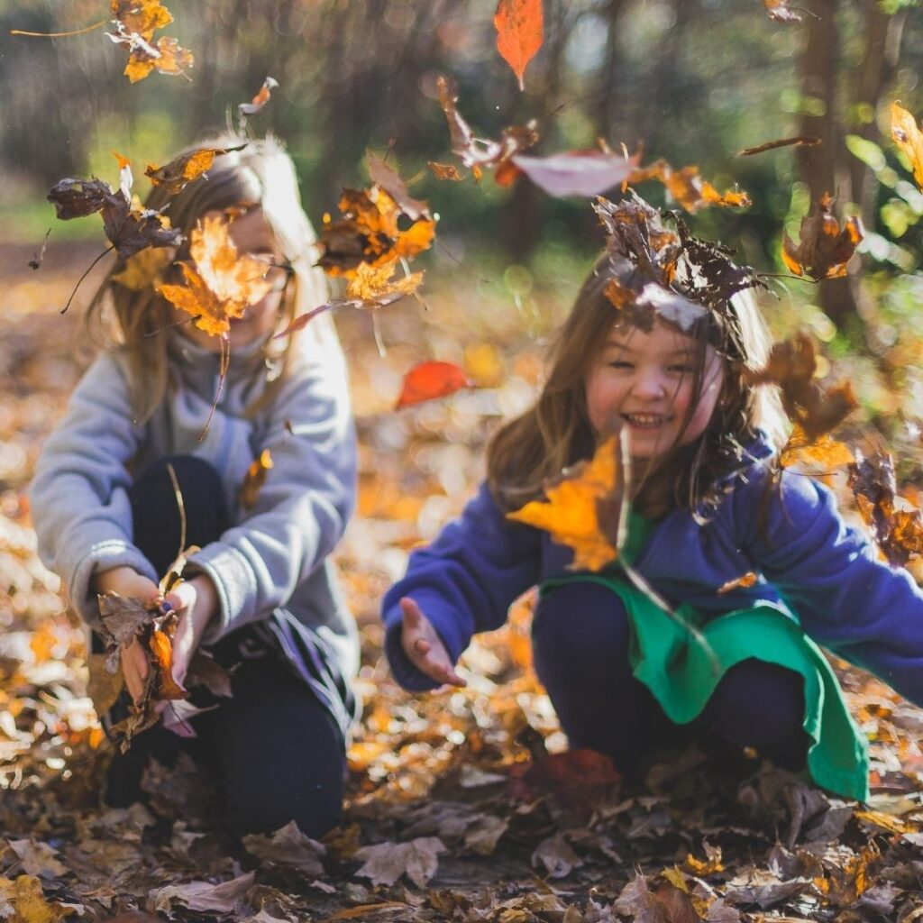 Stimolare il linguaggio dei bambini: giocare con gli altri.
